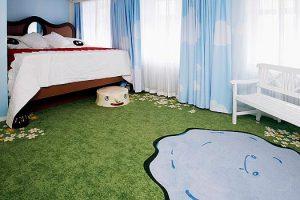 clean kid's bedroom