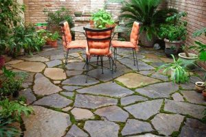 Paving cleaning of a garden patio